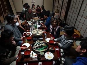 「おこない」の餅の入ったお鍋を囲み、河和田地区の方の熱い議論に入る